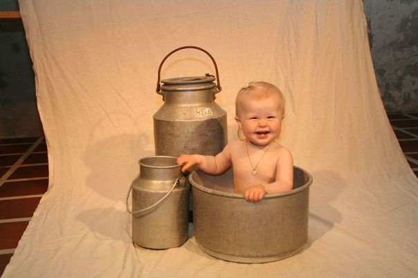 800px-Baby_and_pails